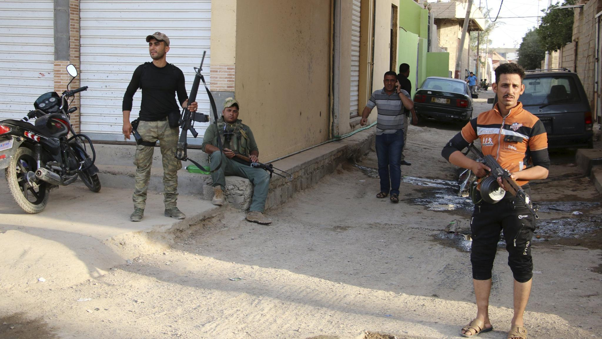 Sunni tribal fighters on the streets of Ramadi